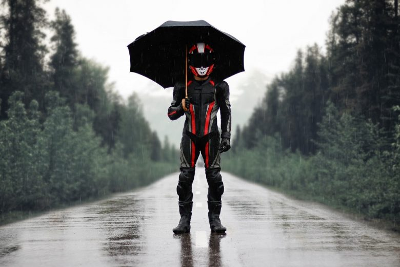 Best Motorcycle Rain Gear – Full 2021 Buyer's Guide & Product Reviews!